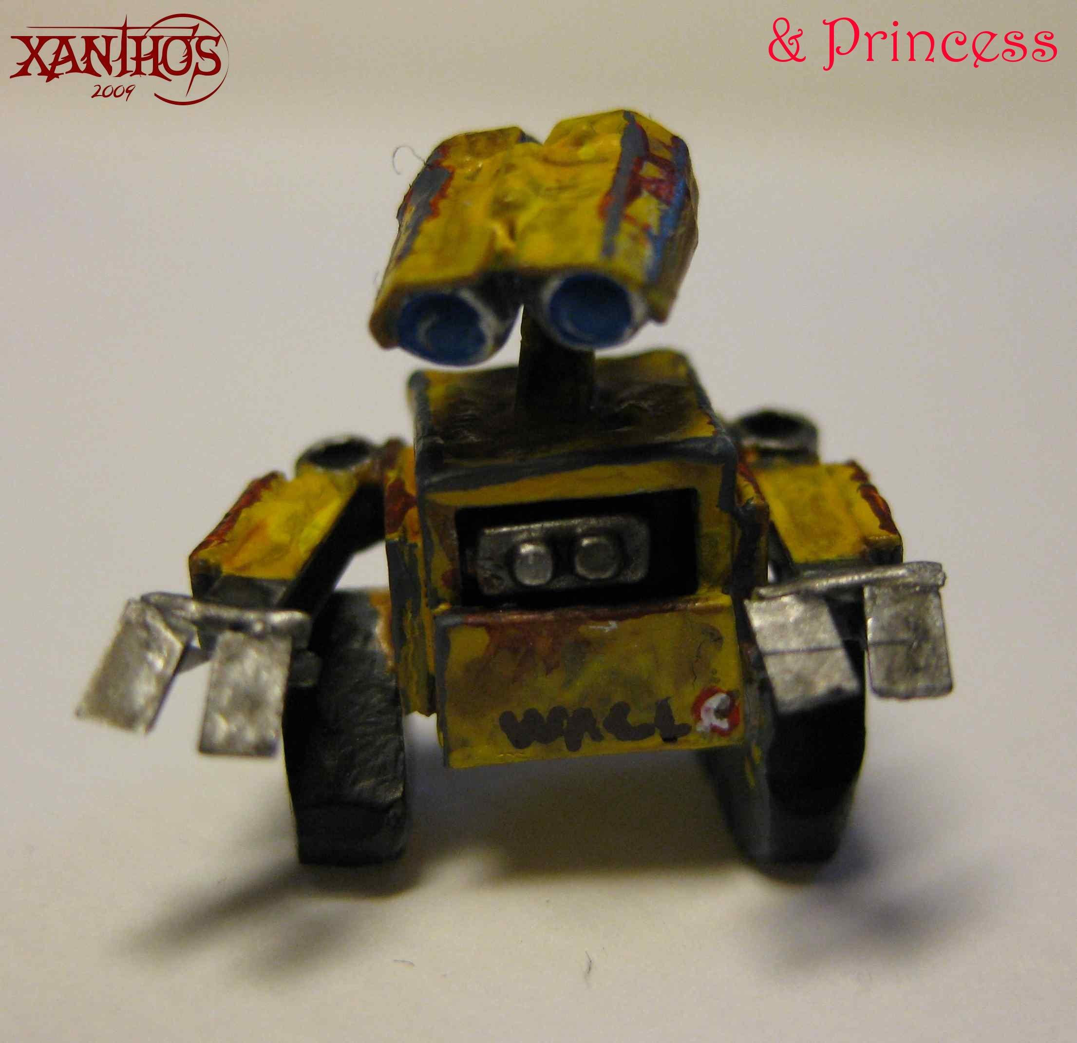 Wall-e, Wall-E without his base. Just showing off the paintjob on him
