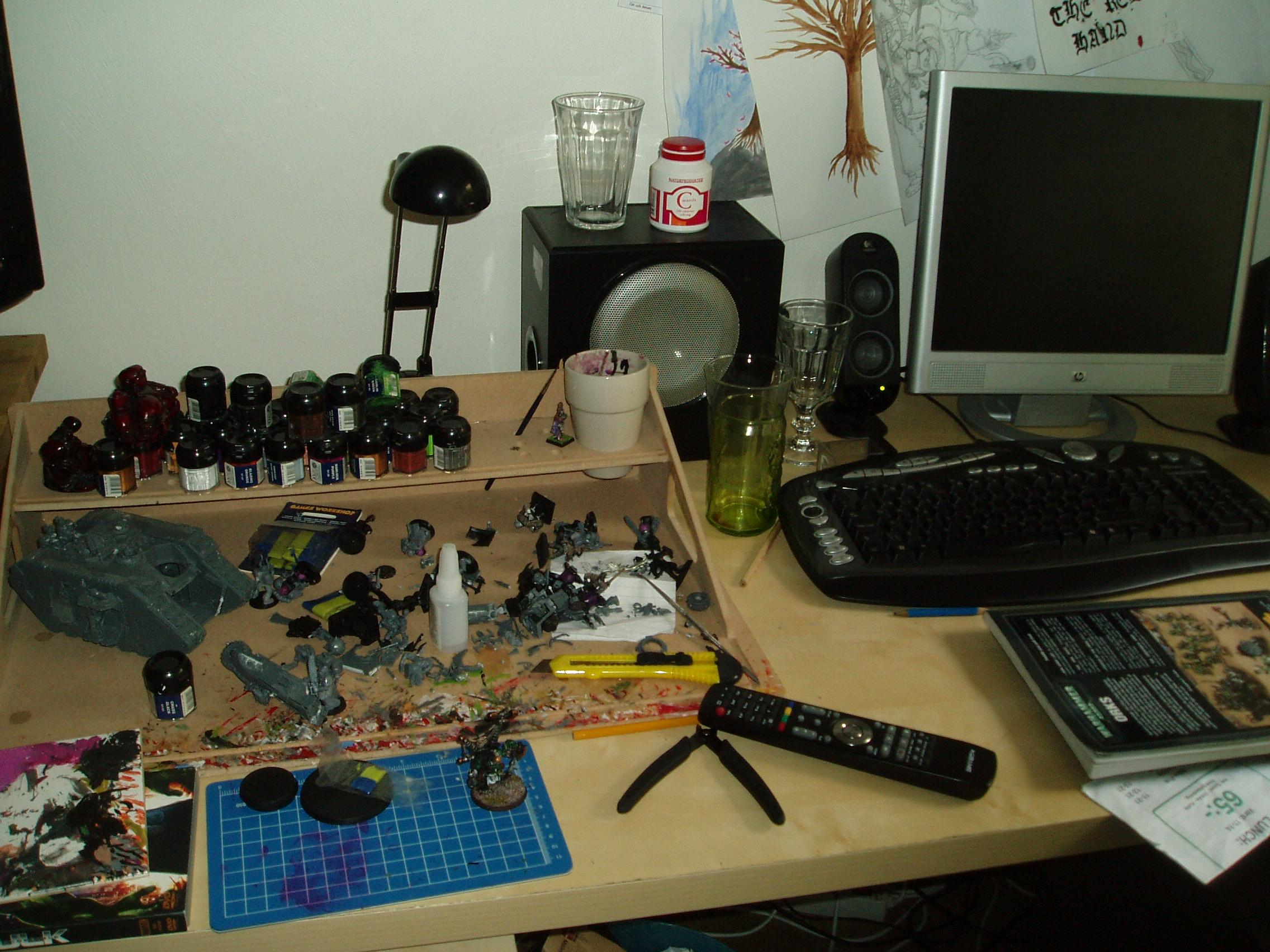a pic of my current workplace, not fancy but it works :D