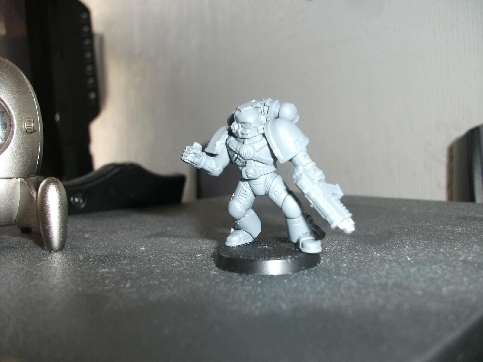 Grenade throwing marine (his pose has changed slightly he's leaning back