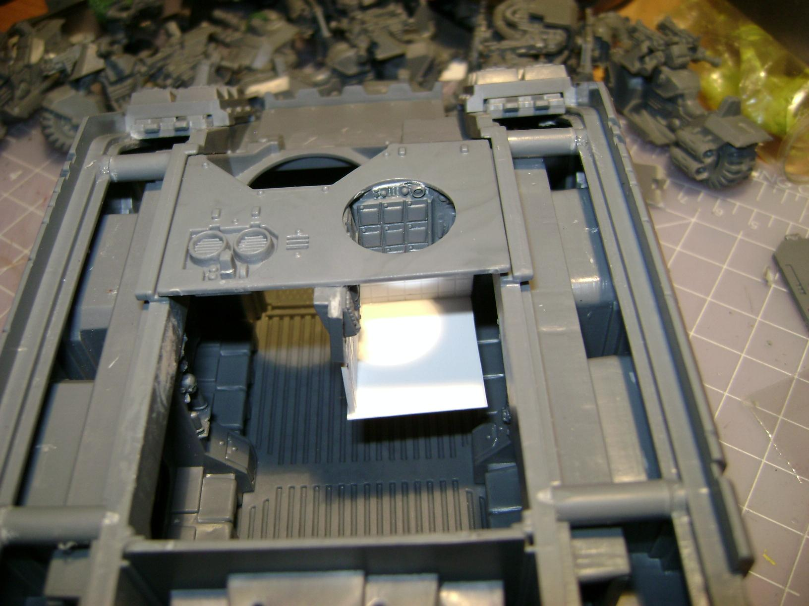driver compartment  on main hull (not glued)