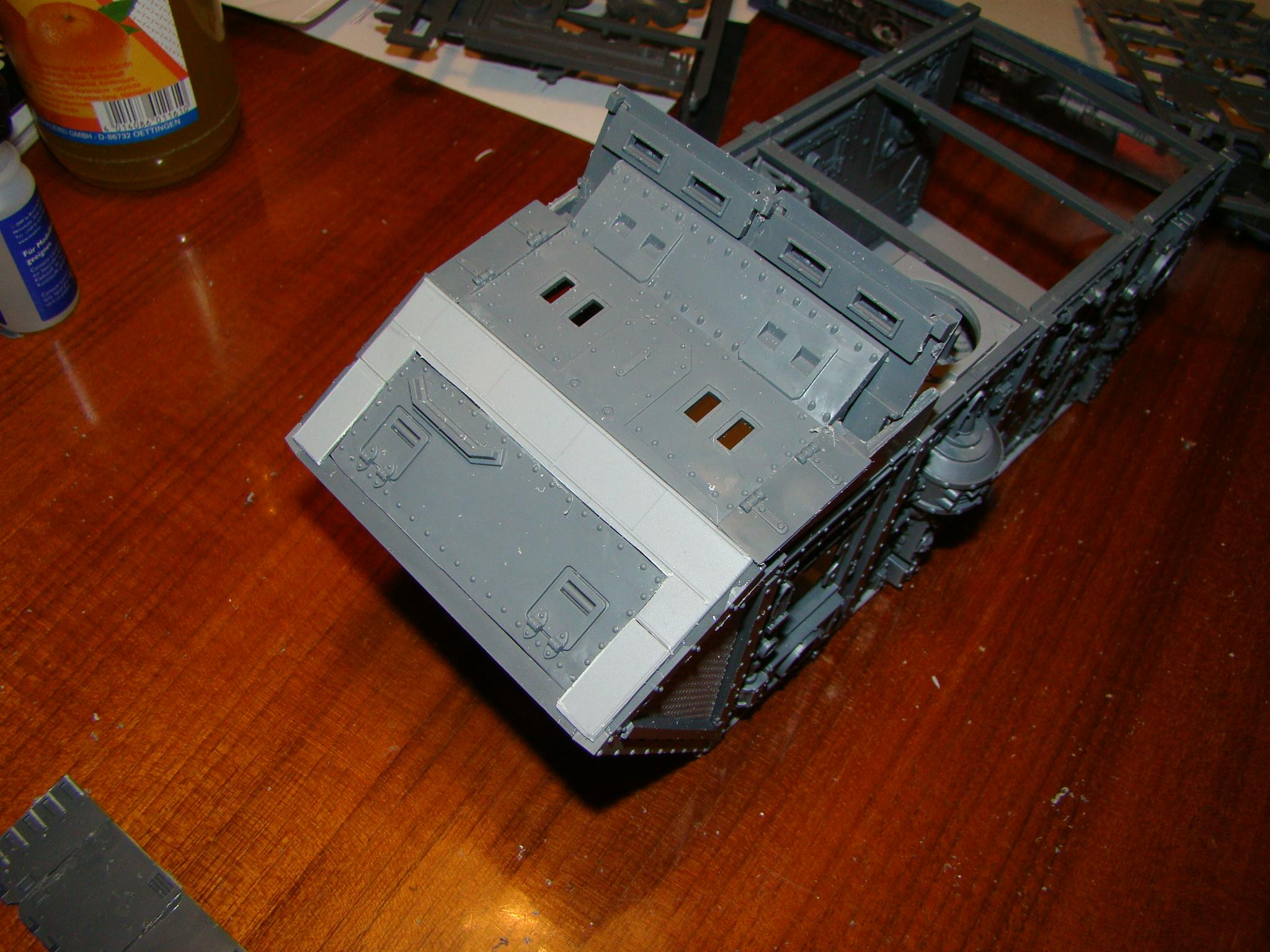 Warhammer 40,000, front with plating and forward weapon mount-base