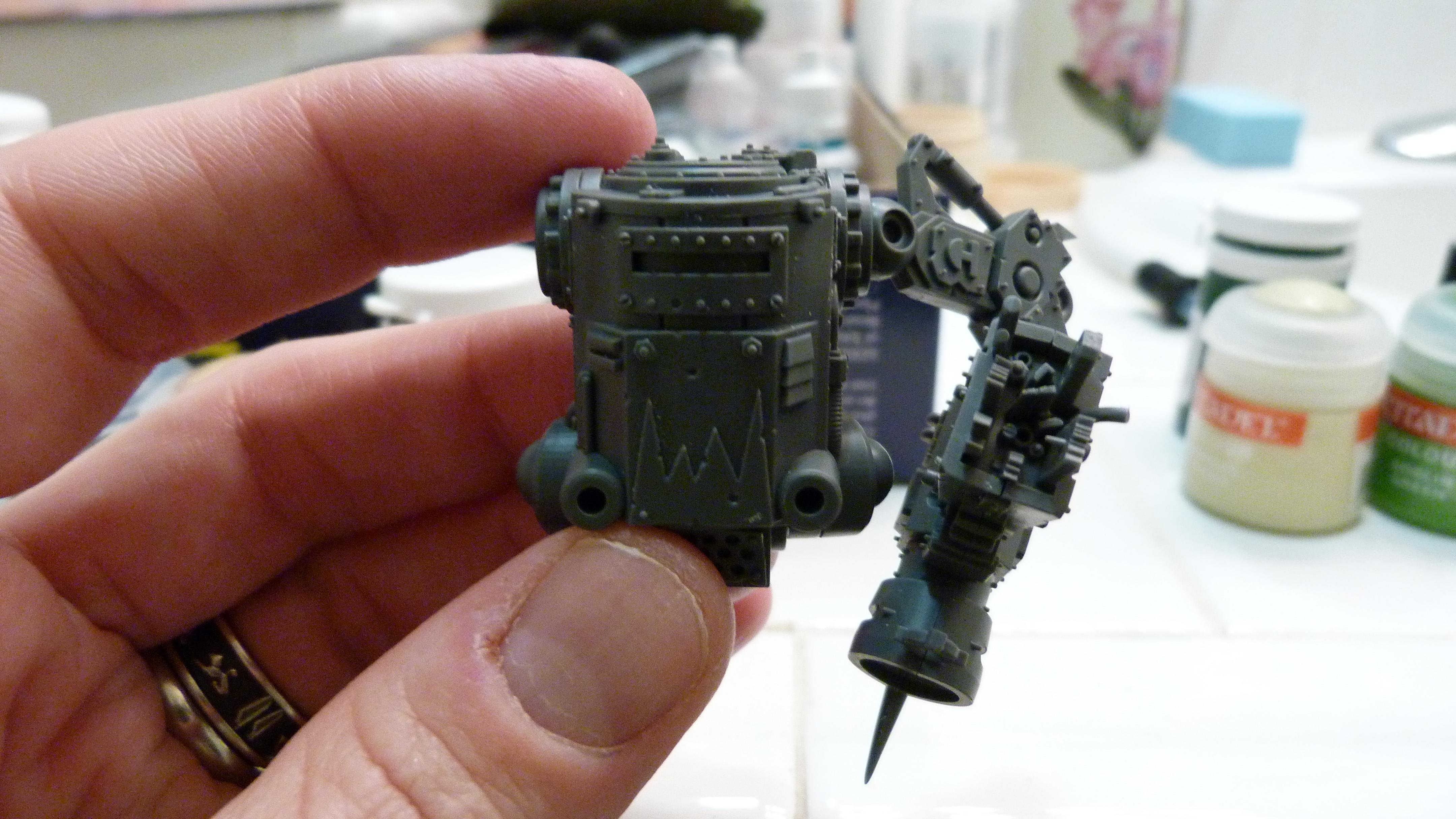 Killa kan with magnetized arm down