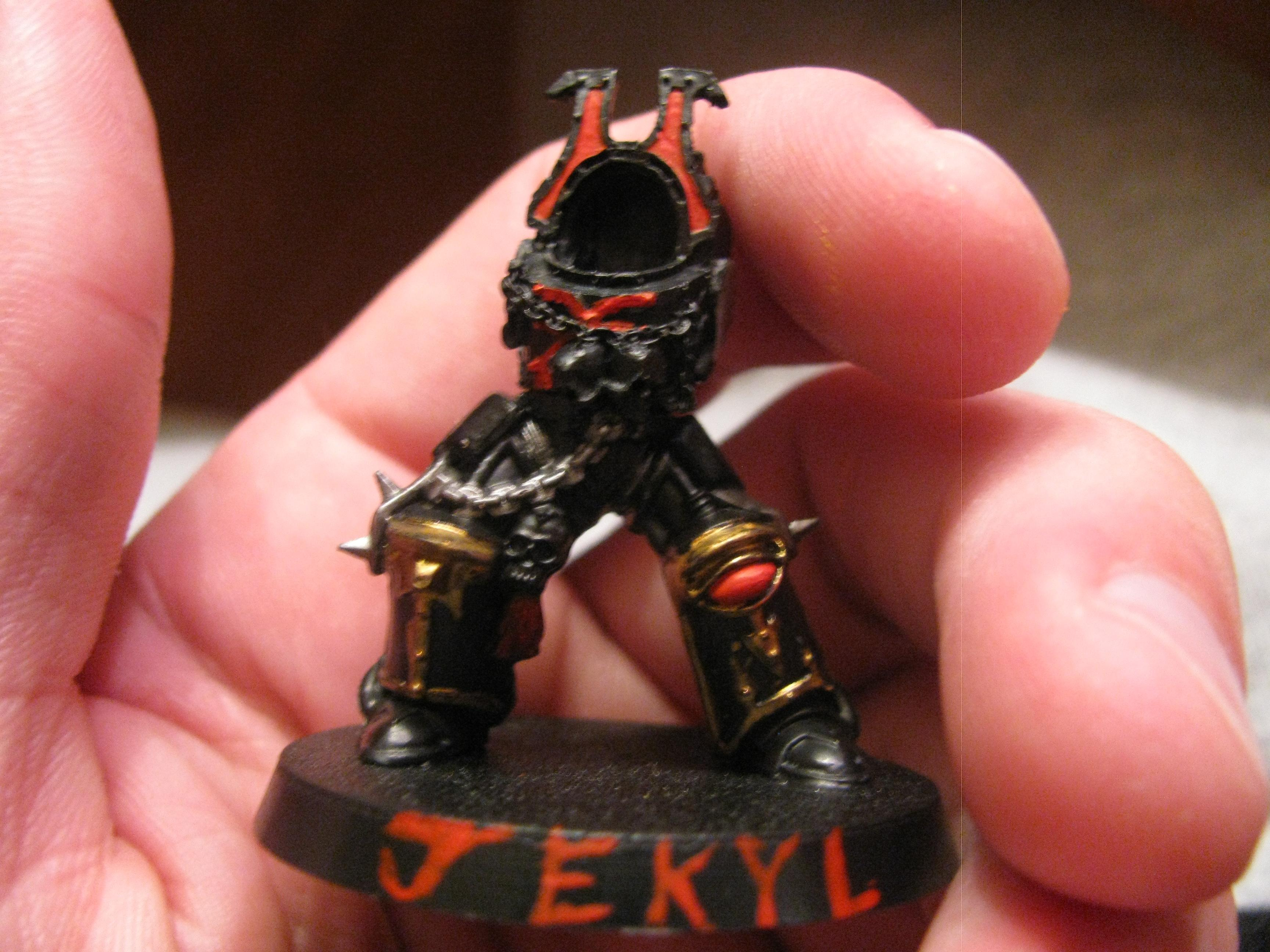 Jekyl, the warband's chief apothecary, wearing termie plate for a change