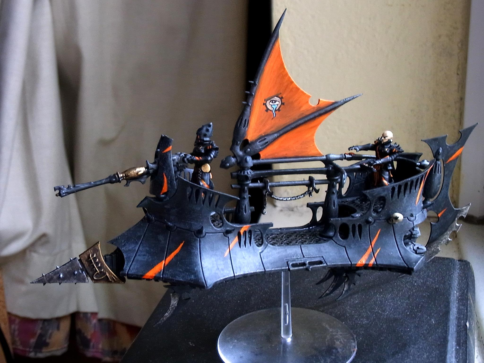 Dark Eldar, Raider, Full shot of Raider w/ Kabal of Manly Tears Symbol