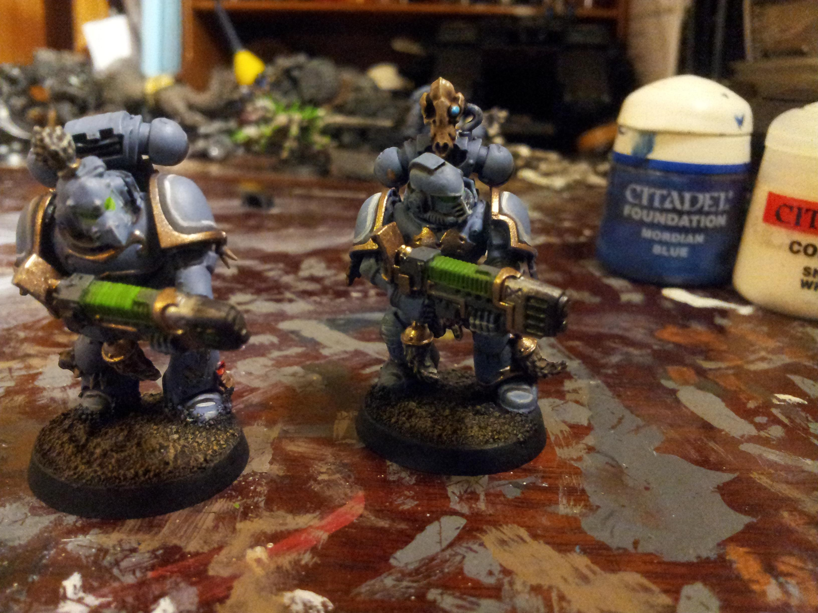 you can see clearly on these two grey hunters where the ink was applied and where the highlights followed, even on the feet and places