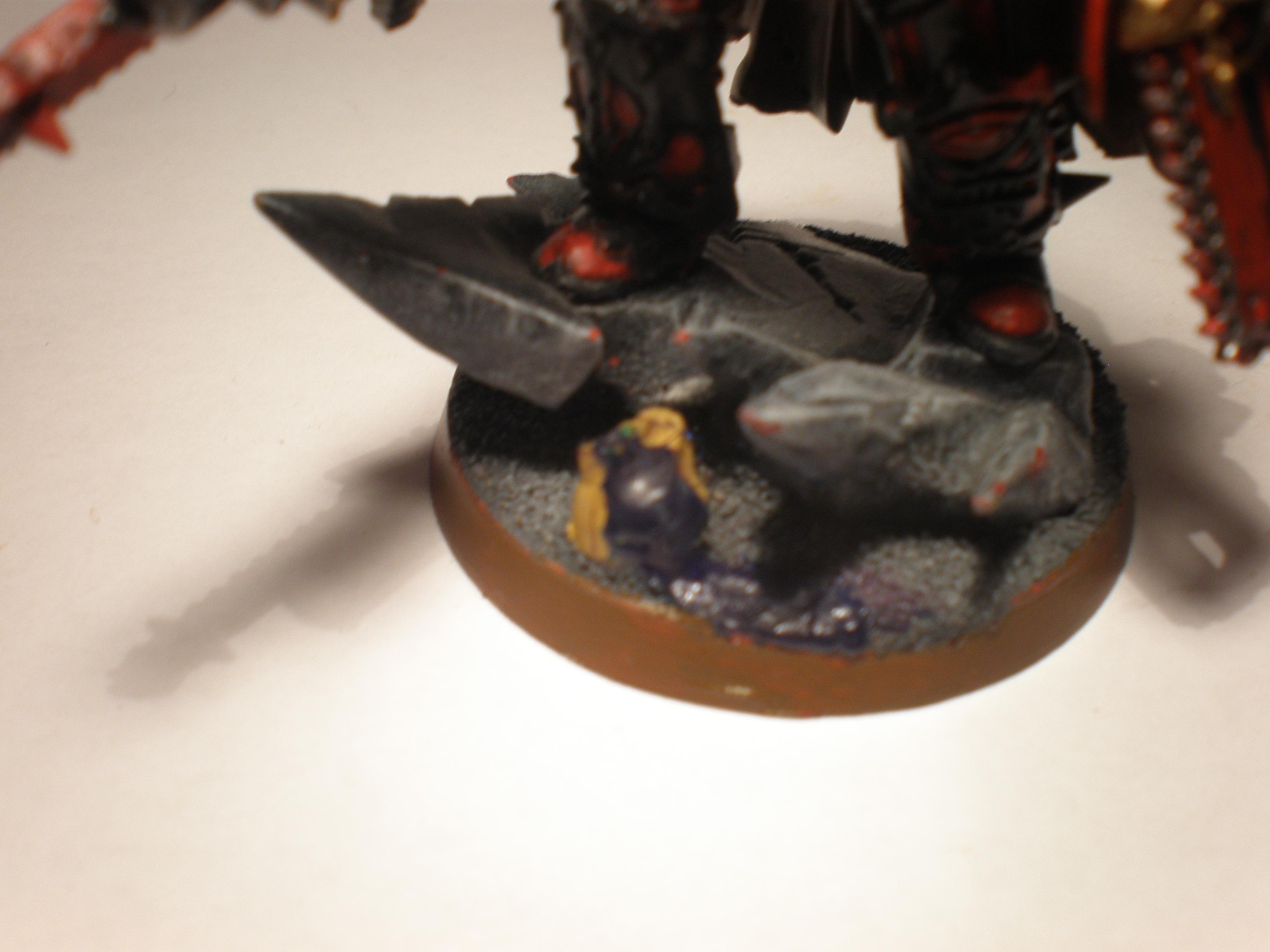 My firend plays Tau so i took a tau head and painted it in his army's colours and added some blood