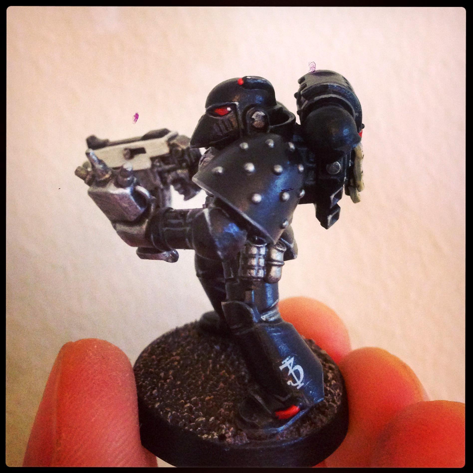 Iron Hands Marine - Side 1