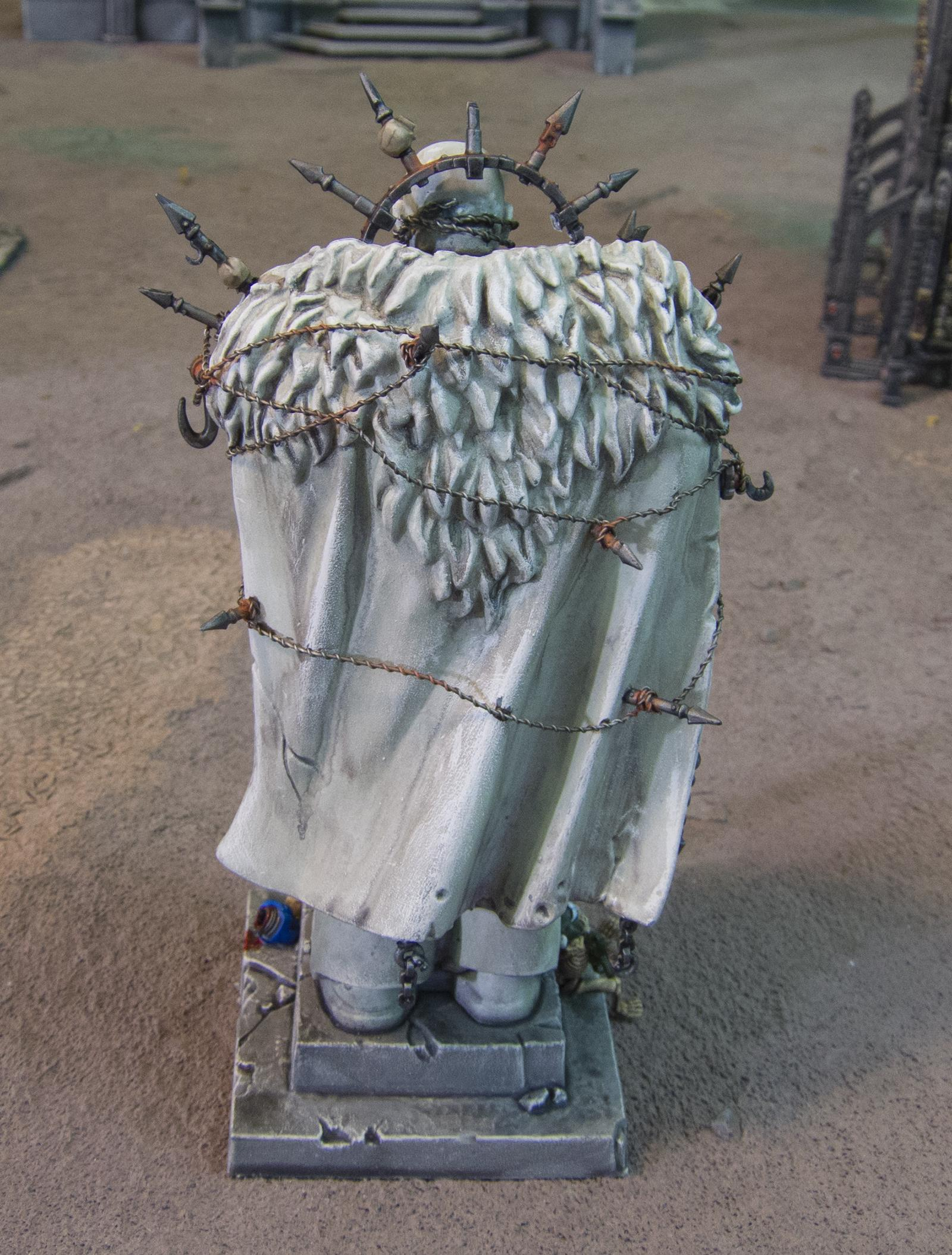 Honoured Imperium statue (debased by Chaos) 09